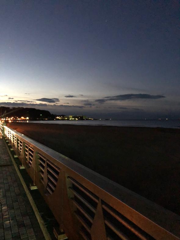 朝6時の材木座海岸